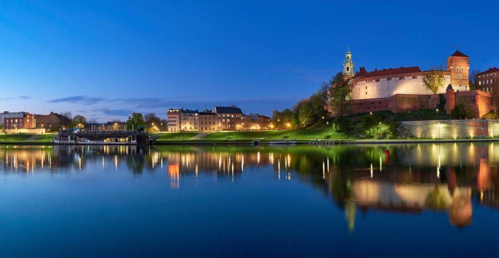 nocny rejsy po Wiśle w Krakowie Wawel z rzeki